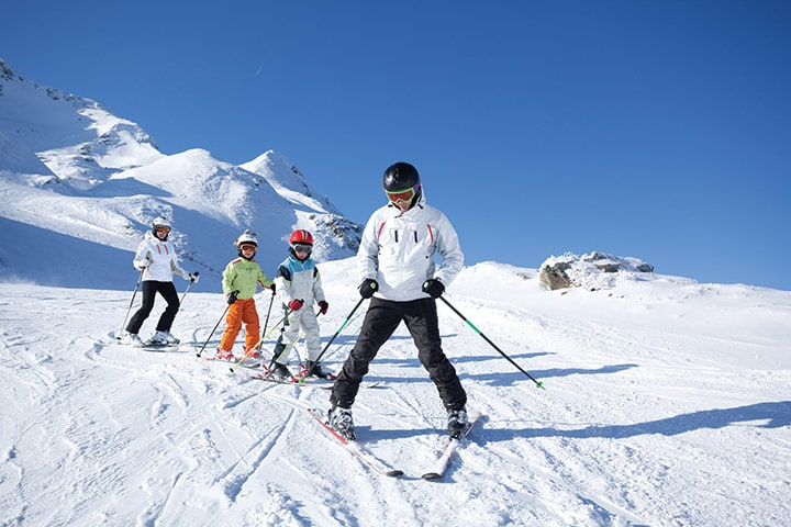 Teaching children how to ski